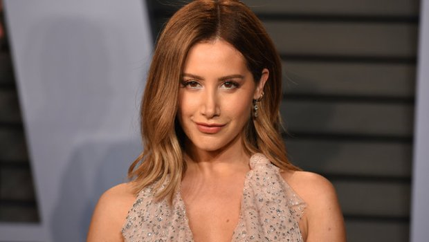 "Ashley Tisdale retorna à música após nove anos, com single ""Voices in my Head""! Ouça aqui"