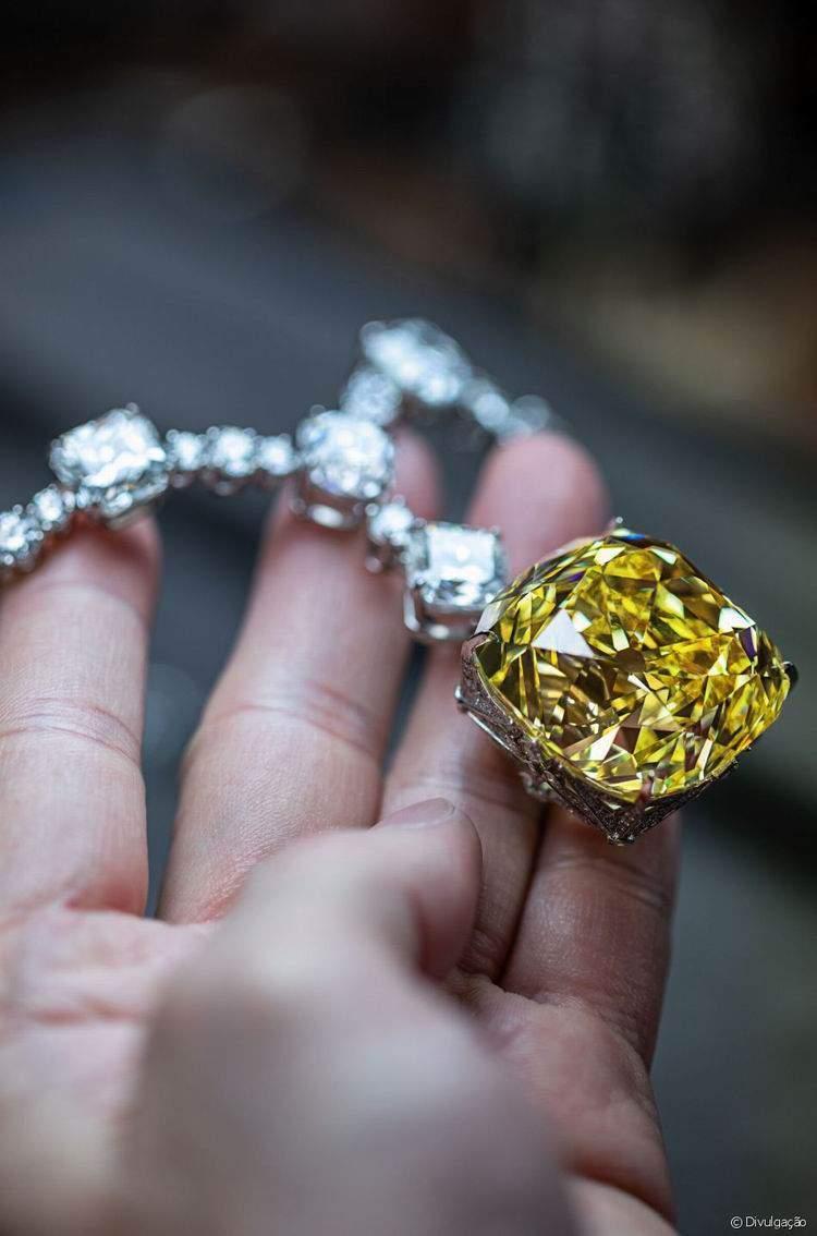 Originalmente, esta peça da Tiffany, de 128 quilates, foi usado por Audrey Hepburn | Foto de Getty Images