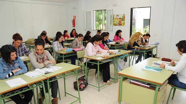 Alumnas en un aula de Elcható