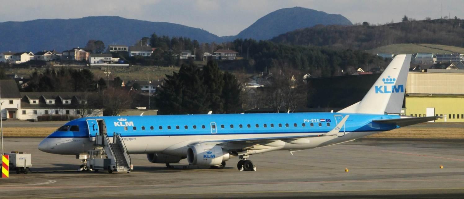 PH-EZS Embraer ERJ-190-100, byggenr. 19000380, ble levert KLM i september 2010.