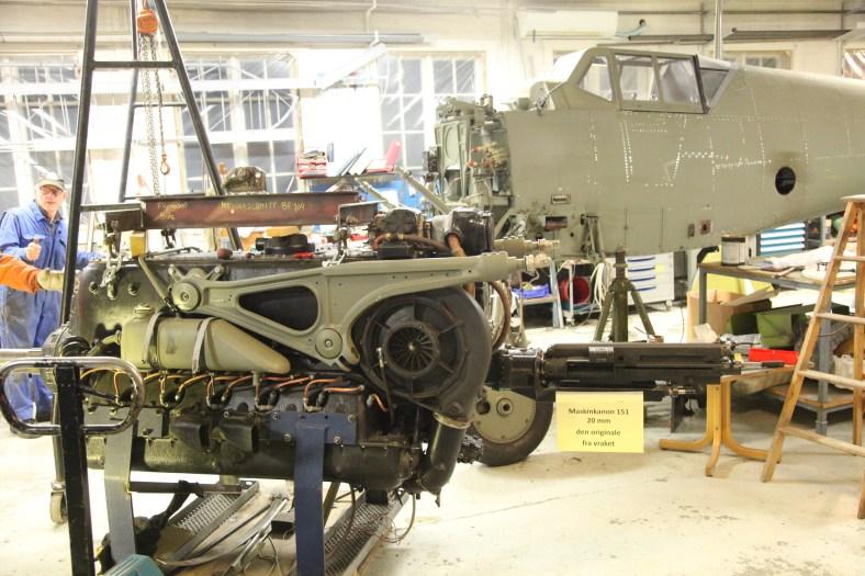 Og her er motoren klar til å løftes.
