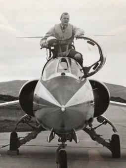 Odd Gilboe i cockpiten på en F-104G Starfighter fra 331 skvadron. Dette er et bilde og en positur de fleste Starfighter-flygere kjenner seg igjen i. Foto via Odd Gilboe