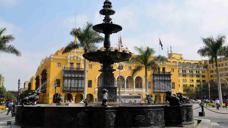 Plaza de Armas, em Lima, uma das cidades para visitar durante o Carnaval 2018
