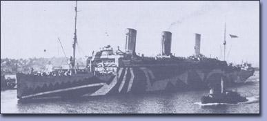 Německá přepravní loď Vaterland pro 1600 pasažérů, sprvu zadržená a poté 6. dubna 1917 definitivně zabavená USA.