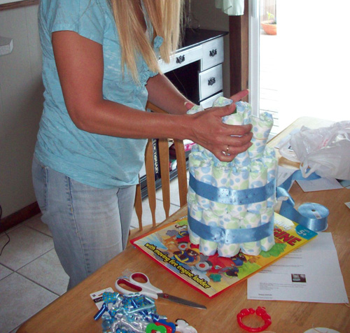 Instructions for making a diaper cake