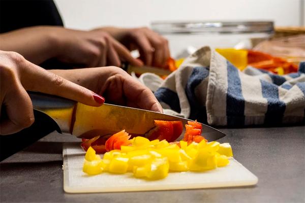 Culinary Corners teaches knife skills