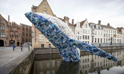 Unik! Kreasi Paus Raksasa Terbuat dari Limbah Plastik
