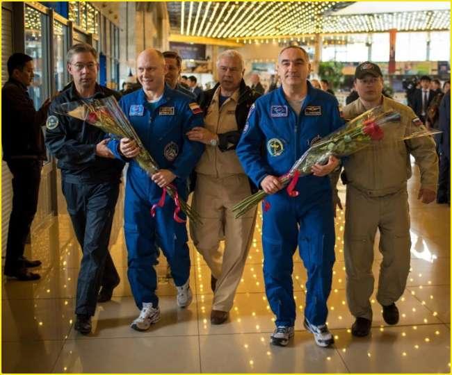 Image result for अंतरिक्ष में 197 दिन बिताने के बाद जब जमीन पर रखा पैर तो...