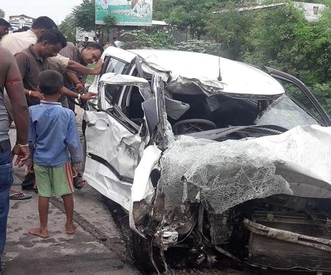उन्नाव की दुष्कर्म पीड़िता की कार में ट्रक ने मारी टक्कर, दो की मौत; पीड़िता की हालत नाजुक