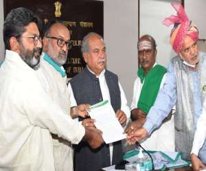 Many farmers across the country met Narendra Tomar in support of the agricultural law, saying the movement was purely politically motivated.