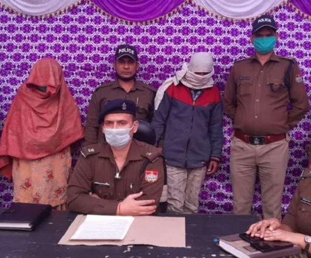पुलिस ने आरोपित पत्नी को उसके प्रेमी के साथ गिरफ्तार कर लिया है।