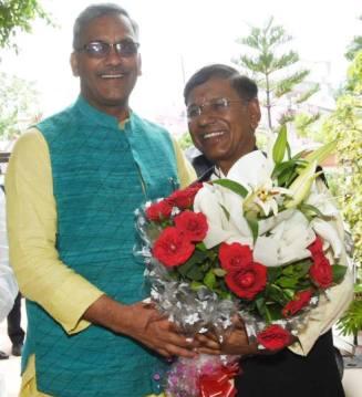 नरेंद्र सिंह नेगी ने किया हिलटॉप का समर्थन