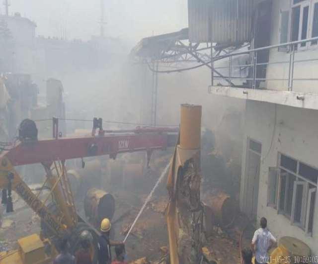 सिडकुल की गत्ता बनाने वाली मीरा इंडस्ट्रीज में लगी आग, करोड़ों का नुकसान