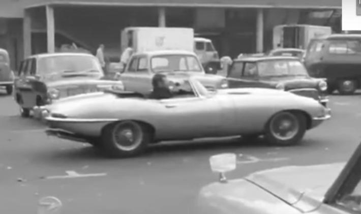 jaguar_e-type_roadster