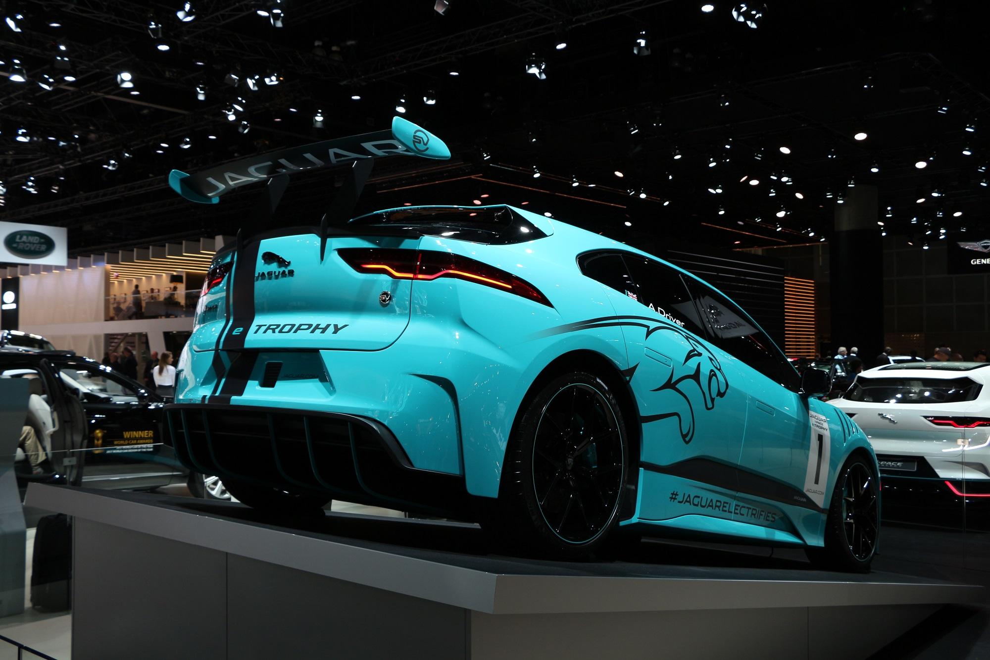 Jaguarforums.com 2018 2017 Jaguar I-PACE EV LA Los Angeles Auto Show Hybrid Electric eTrophy Race Car I-TYPE FIA Formula E