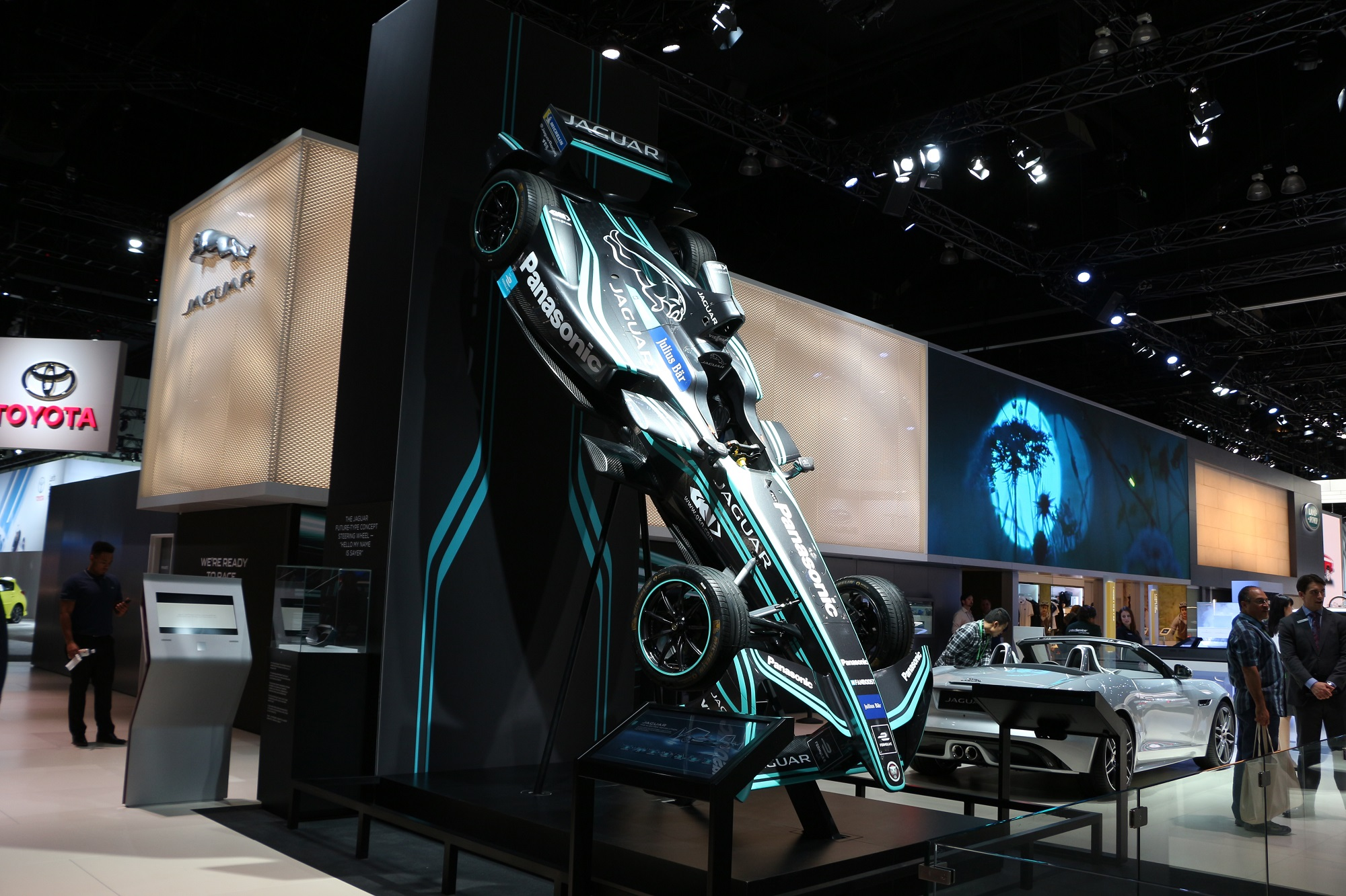 Jaguarforums.com 2018 2017 Jaguar I-PACE EV LA Los Angeles Auto Show Hybrid Electric eTrophy Race Car I-TYPE FIA Formula E