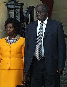 not going to talk much of her outfit here, as its a nice put together yellow skirt suit. The problem here is that this woman, Kenya's first lady is very Wor wor...im sorry but she looks like a man ape and looking at her face with that of her husband, i hate to see what hteir kids look llike.