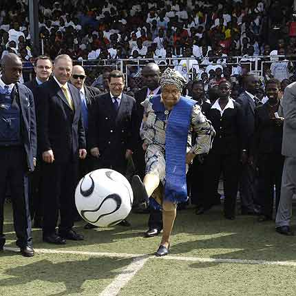 Kudos to Liberia for electing the first female president. But that is were the praises stop. If Ellen Johnson-Sirleaf is fit to run a country then she is clearly fit to know a good outfit from totally hideous