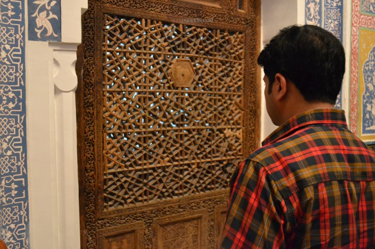 Paying respects to Qusam ibn Abbas, the cousin of Holy Prophet (Sallallahualaihiwasallam)