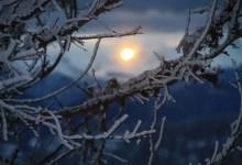 Soleil levant sur les montagnes