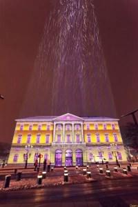 effet de lumière sur la mairie d'Annecy