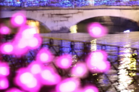 lumières roses et bleues