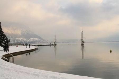 plage d'Annecy sous la neige