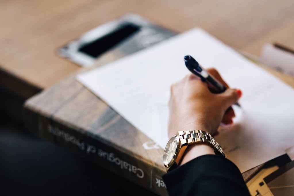 Micro entreprise et TVA : comment gérer ta TVA en micro-entreprise, quelles options choisir, que faire en cas de dépassement des seuils ? #jaimelapaperasse #entreprise #microentreprise #autoentreprise #entrepreneur #impots #argent #jaimelapaperasse