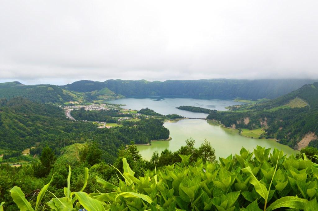 lagoa verde lagoa azul sete cidades hike