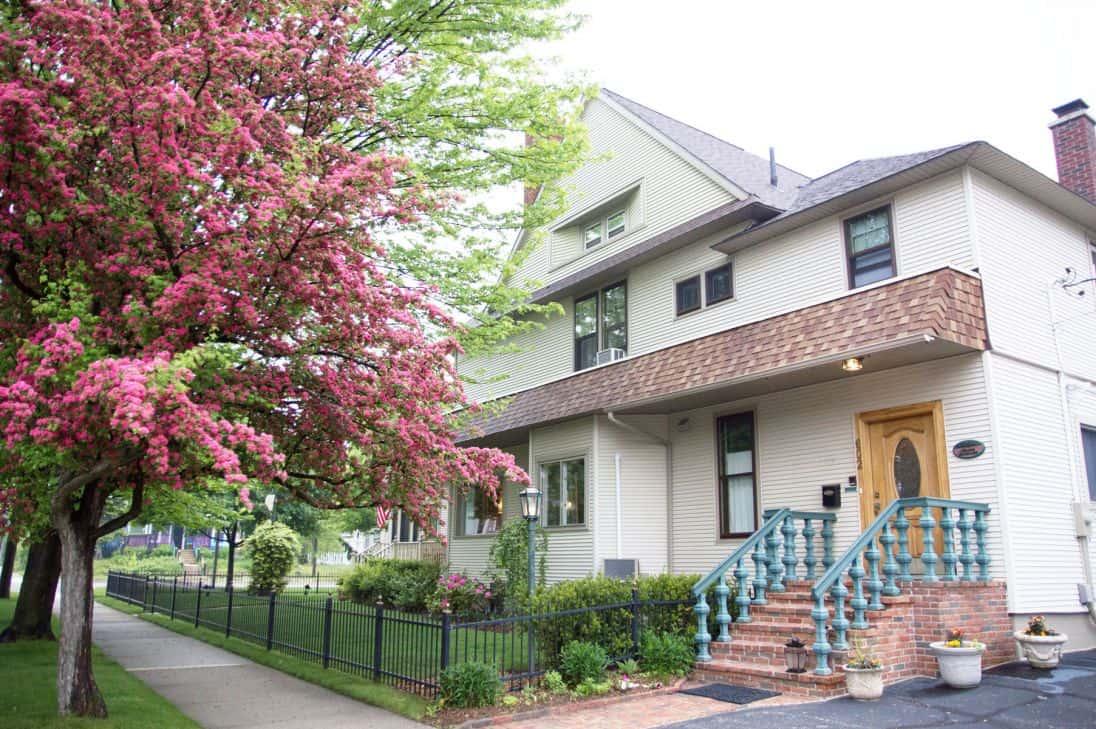 Ludington MI Hotels | The Lamplighter Inn | Lamplighter Bed and Breakfast | Ludington Hotels |Western Michigan |Waterfront Michigan |Bed and Breakfast