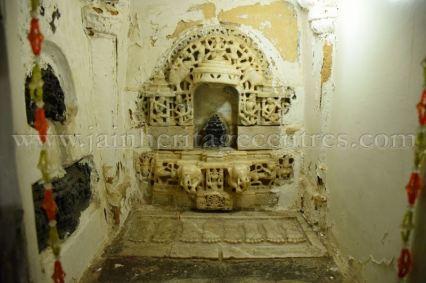 ancient_digambar_jain_temple_-_gogha_-_gujarat_20160517_1011635788