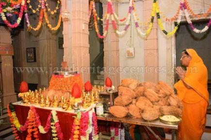 sri_parshwanath_swamy_digambar_jain_temple_mahuva_karnataka_20150601_1732046161