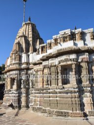 sri_chandraprabhu_digambar_jain_temple_at_pavagadh_20160917_1649010805