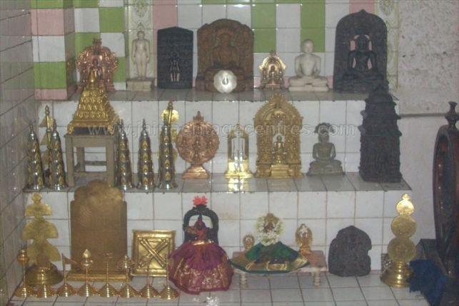 ancient_sri_vijaya_parshwanatha_swamy_temple_chamarajanagar_20120907_1118594729