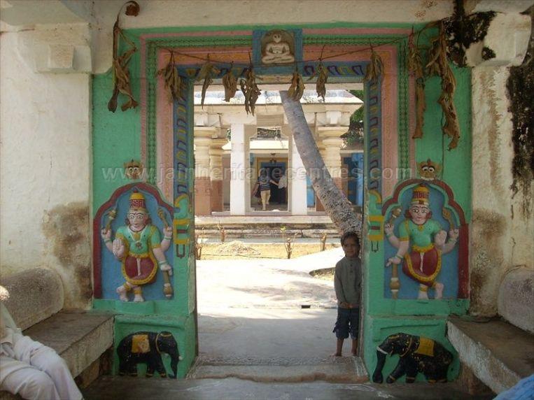 ancient_sri_vijaya_parshwanatha_swamy_temple_chamarajanagar_20120907_1497966698