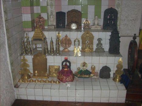 ancient_sri_vijaya_parshwanatha_swamy_temple_chamarajanagar_20120907_1655945724