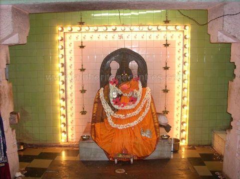 ancient_sri_vijaya_parshwanatha_swamy_temple_chamarajanagar_20120907_1913515970
