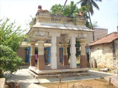 ancient_sri_vijaya_parshwanatha_swamy_temple_chamarajanagar_20120907_1994705970