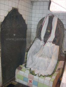 ancient_sri_vijaya_parshwanatha_swamy_temple_chamarajanagar_20120907_2082540162