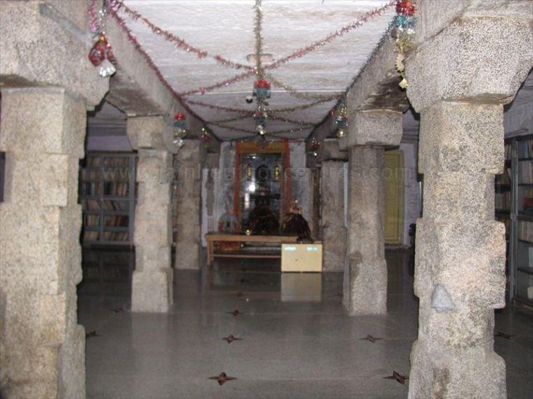 sri_parshwananatha_temple_20120901_1751930870