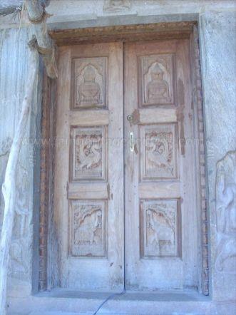 sri_parshwanatha_swamy_temple_chamarajanagar_20120907_1713914979