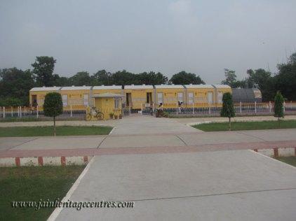 hastinapur_-_jambudweep_complex_20111021_1907463166