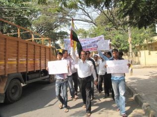 protest_at_bangalore_against_the_attack_on_jain_muni_at_girnar_20130106_1227707607