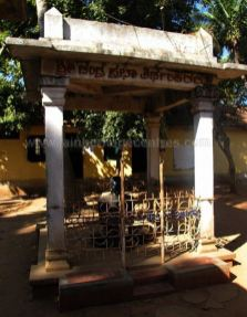 lord_chandraprabha_taluk_office_premises_hdkote_20130604_1243822272