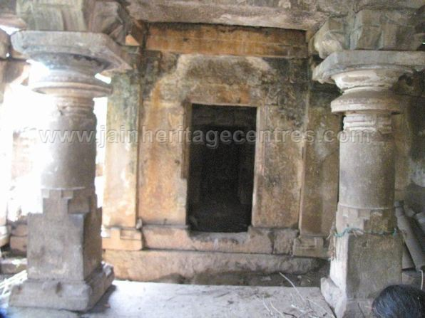 ruined_parshwanath_swamy_temple_makodu_makod_20131018_1904177346