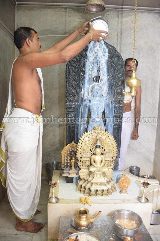 nithya_pooja_-_sri_kote_shanthinath_swamy_digambar_jain_temple_mysore_20150606_1985664994