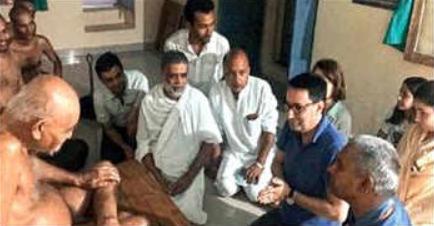 French Diplomat Meets Jain Muni Vidyasagarji Maharaj - Vows to be Vegetarian