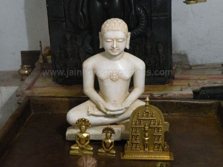 ancient_sri_parshwanatha_swamy_temple_ammanagi_20120907_1460018698