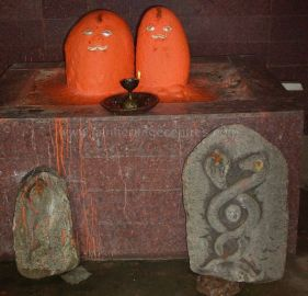 ancient_sri_parshwanatha_swamy_temple_amminabhavi_20120907_1116896631