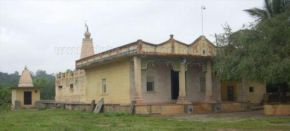 ancient_sri_parshwanatha_swamy_temple_amminabhavi_20120907_1903798294